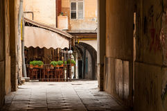 Café velho do pátio da cidade Foto de Stock Royalty Free