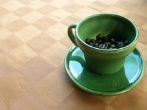 Café verde de la taza de cerámica Fotografía de archivo