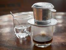 Café vietnamien d'égouttement photographie stock