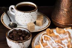 Café, waffles e gelado Imagem de Stock Royalty Free