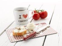 Café y Baguette con el queso cremoso Imagen de archivo libre de regalías