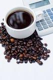 Café y calculadora Imagen de archivo libre de regalías