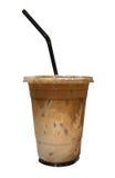 Café y chocolate helados mezclados en la taza plástica aislada en blanco Fotografía de archivo libre de regalías