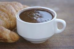 Café y croissant Fotografía de archivo