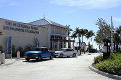 Café y embarcadero en la playa de Deerfield Imagen de archivo libre de regalías