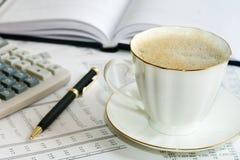 Café y estadísticas. Fotos de archivo