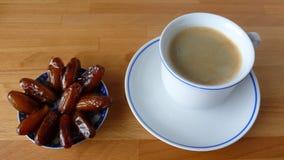 Café y fechas Fotos de archivo libres de regalías