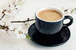 Café y flor de cerezo Fotografía de archivo libre de regalías
