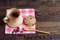 Café y galleta con el chocolate Fotografía de archivo