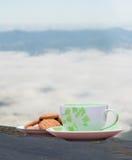Café y galletas calientes Foto de archivo