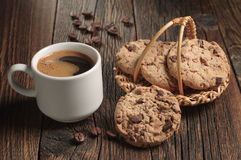 Café y galletas con el chocolate Fotos de archivo libres de regalías