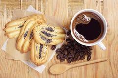 Café y galletas con la amapola Fotografía de archivo libre de regalías