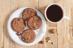 Café y galletas con las avellanas Imágenes de archivo libres de regalías