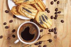 Café y galletas con una amapola Imagen de archivo
