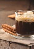 Café y galletas cremosos Imagenes de archivo