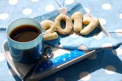Café y galletas 2017 en azul Imágenes de archivo libres de regalías