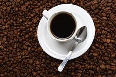 Café y grano de café de la taza Fotos de archivo
