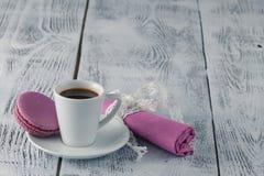 Café y macarrones fotos de archivo libres de regalías