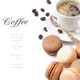 Café y macarrones franceses imagen de archivo