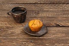 Café y magdalena imagen de archivo