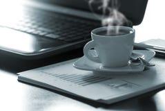 Café y ordenador portátil Fotografía de archivo
