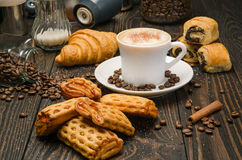 Café y pasteles Fotos de archivo libres de regalías