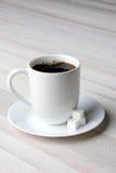 Café y Sugar Cubes Foto de archivo