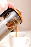 Café y taza blanca Fotos de archivo libres de regalías