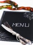 Cafémenürestaurant auf dem schwarzen Blatt mit einem weißen Hintergrund Lizenzfreies Stockfoto