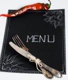 Cafémenürestaurant auf dem schwarzen Blatt mit einem weißen Hintergrund Lizenzfreie Stockfotografie