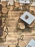 Caférestauranttabellen Stockfotos