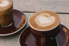 Cafés, à plat blanc et de petite flûte Image stock