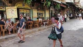 Cafés auf schmaler Straße, Bethlehem, Westjordanland stock video footage