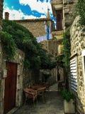 Cafés en la ciudad vieja de Budva, Montenegro Fotografía de archivo