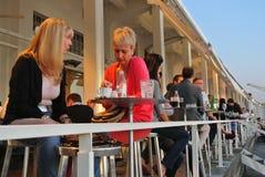 Cafés en plein air de bord de mer de Belgrade Photographie stock