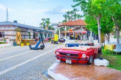 Cafés en puerto deportivo Foto de archivo