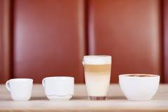 Cafés montrés sur le Tableau Images libres de droits