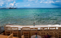 Cafétéria grec traditionnel sur l'île de Mykonos image stock