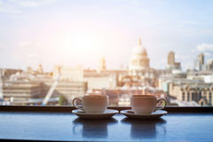 Café avec la vue de Londres Photos libres de droits