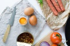 Caf? da manh? ingl?s no fundo branco, ingredientes para cozinhar imagens de stock