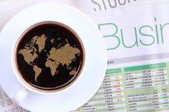 Café de la mañana con noticias de negocio de la palabra Foto de archivo
