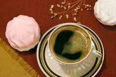 Café e marshmallows Fotos de Stock Royalty Free