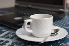 Café et ordinateur portatif Photos stock
