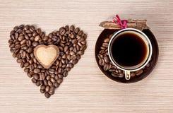 Café y cinamomo del día de tarjetas del día de San Valentín Fotografía de archivo
