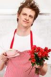 Café y rosas de la tarjeta del día de San Valentín Imagenes de archivo