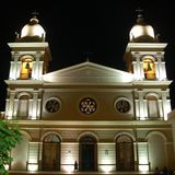 cafayate大教堂晚上 免版税库存图片