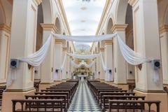 CAFAYATE, ARGENTINIË - APRIL 5, 2015: Binnenland van een kerk in Cafayate, Argenti stock foto's
