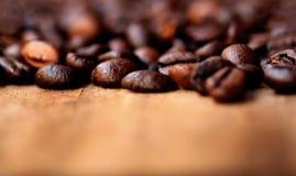 A cafeína dos feijões de café Roasted o papel de parede do café de Brown com cópia Foto de Stock
