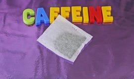 Cafeína y bolsita de té imagen de archivo libre de regalías