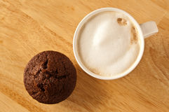 Cafe latte and a muffin Stock Photography